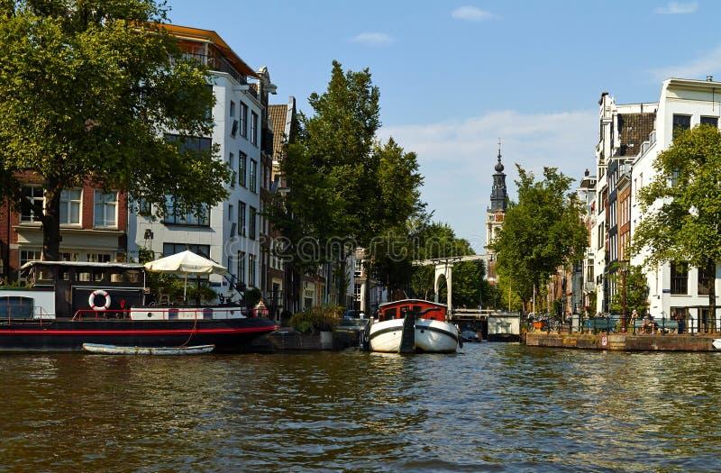 Kan?le und Boote von Amsterdam lizenzfreies stockfoto
