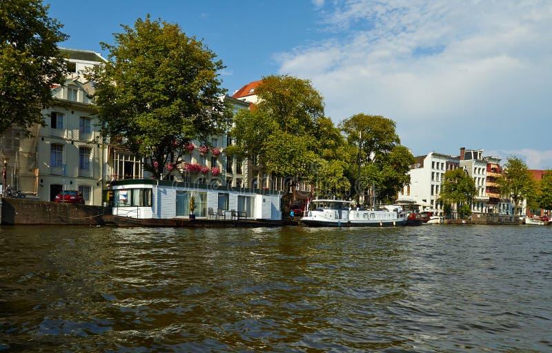 Kan?le und Boote von Amsterdam stockfotografie