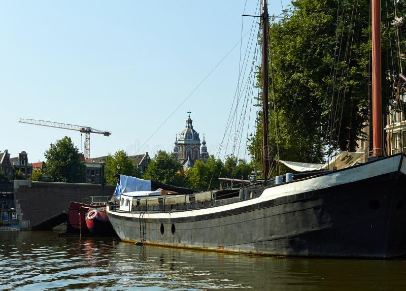 Kan?le und Boote von Amsterdam stockbild