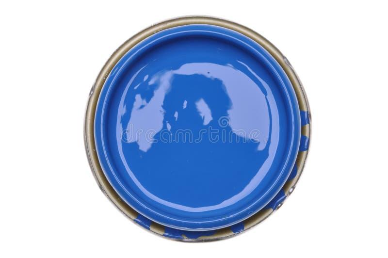 Kan locket med blåttmålarfärg som isoleras på vit bakgrund royaltyfri foto