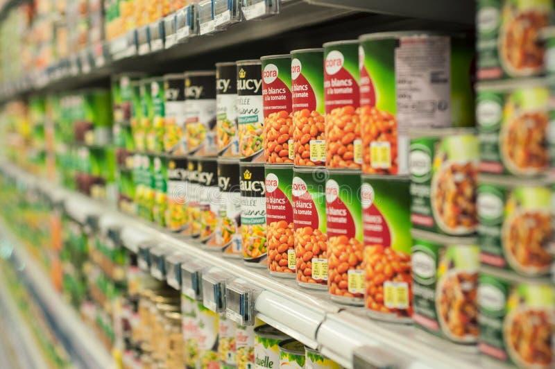 Kan matjusteringen på den Cora supermarket royaltyfria bilder