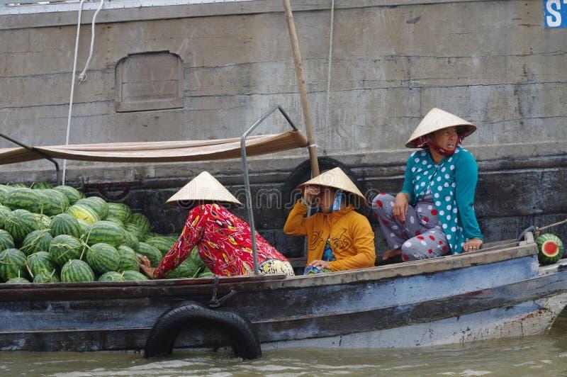Kan Tho-het drijven markt in Mekong Delta stock fotografie