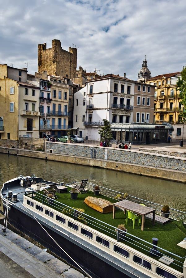 Kanałowy De Los angeles Robine i dziejowy Narbonne miasto centrum zdjęcia stock