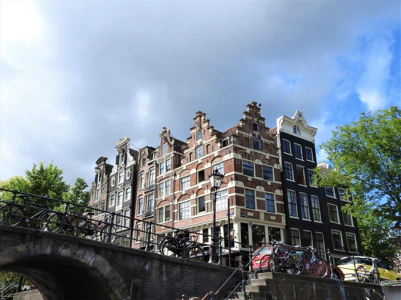 Kanały Amsterdam holandie, jasny letni dzień obrazy stock
