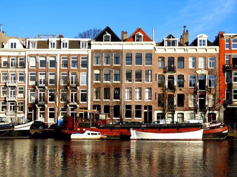 Kanaal in Amsterdam Authentieke huizen royalty-vrije stock foto