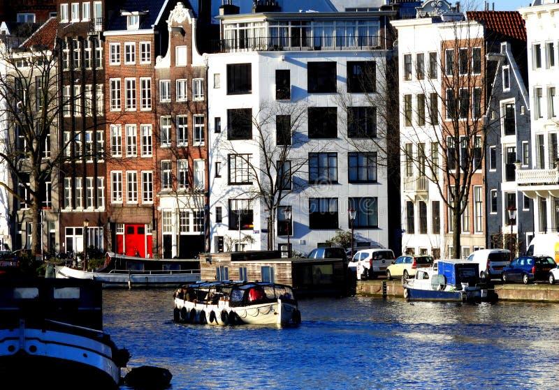 Kanaal in Amsterdam, Nederland stock afbeelding
