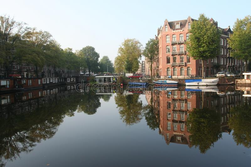 Kanaal Amsterdam Nederland, Gracht Amsterdam Nederland royalty-vrije stock afbeeldingen