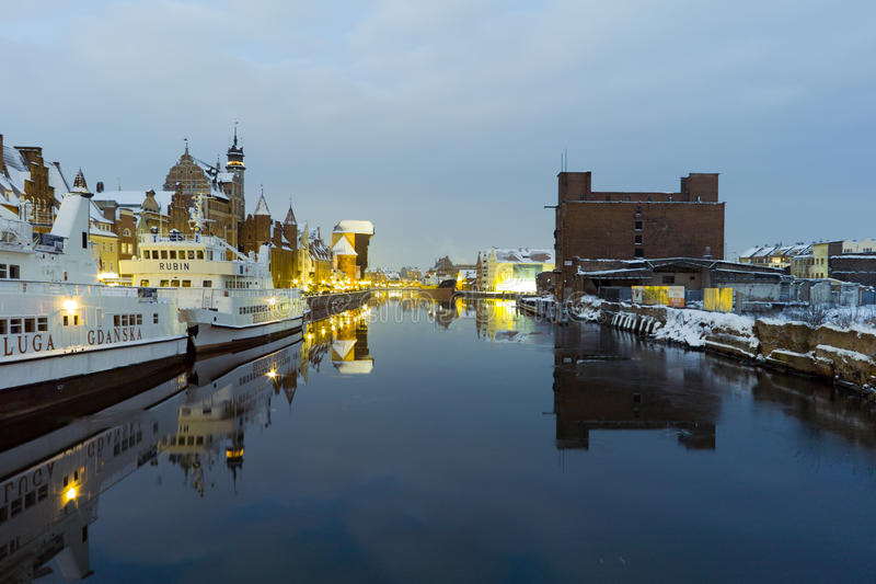 Kanaal in Gdansk bij nacht. royalty-vrije stock foto
