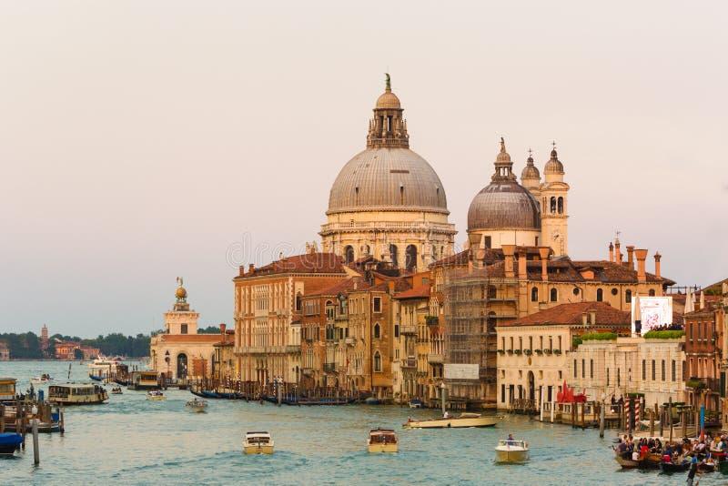 Kanaal Grande met Basiliek Santa Maria della Salute op de achtergrond, Venetië, Italië stock foto
