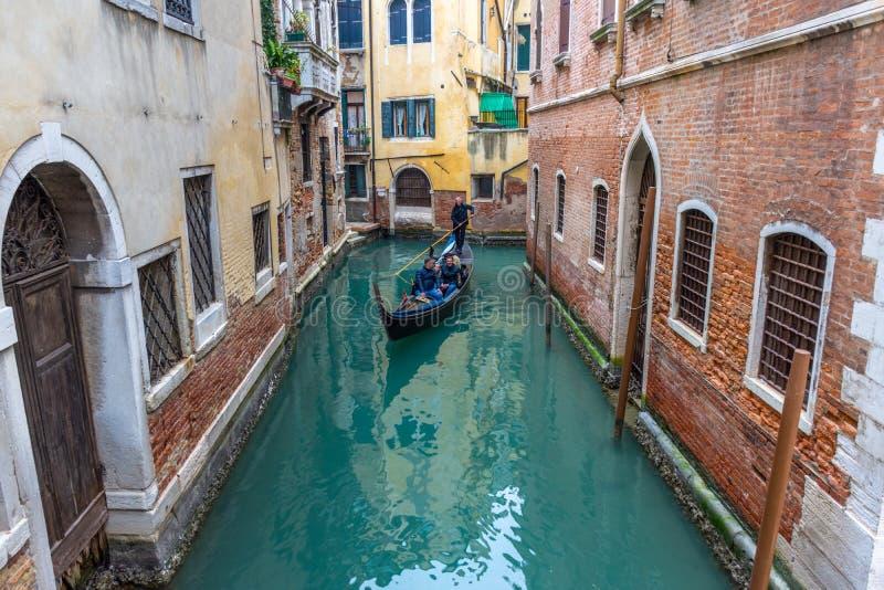Kanaal met gondels in Veneti?, Itali? stock fotografie