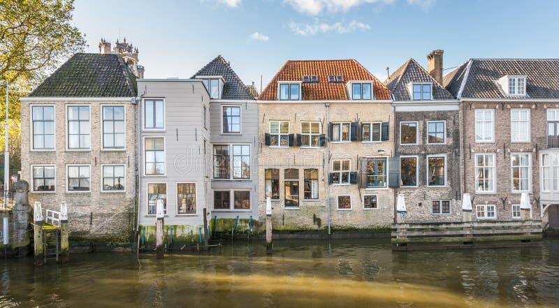 Kanaalhuizen in een Nederlandse stad stock foto's