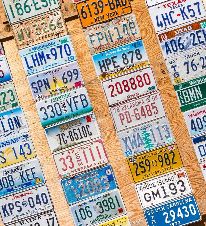 KANAB, UTAH, USA - 25. MAI 2015: Platz der Kfz-Kennzeichen-Collage ?ffentlich auf einer Stra?e in Kanab Utah USA stockbilder