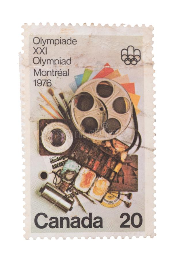 KANADA - CIRCA 1976: En stämpel som skrivs ut i showerna Communi royaltyfri fotografi