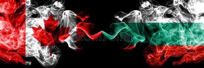 Kanada gegen Bulgarien, bulgarische rauchige mystische Flaggen nebeneinander gesetzt Dicke farbige seidige Rauchflaggen des Kanad lizenzfreie abbildung