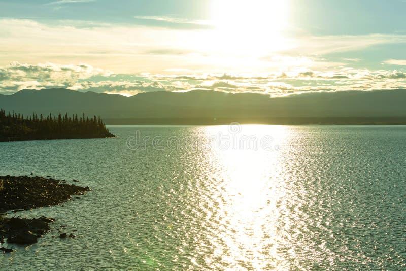Download Kanada lake arkivfoto. Bild av pittoreskt, filter, gräs - 76703726