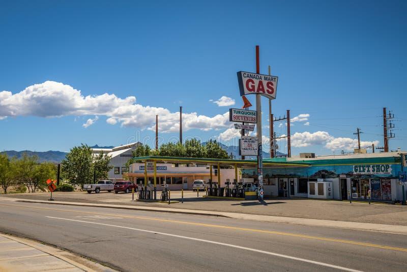 Kanada Mart Gas & gåvor på historiska Route 66 i Kingman, Arizona royaltyfri fotografi