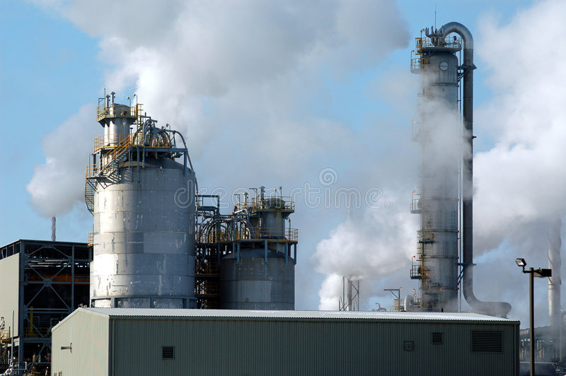Kanada montreal raffinaderirök arkivfoto