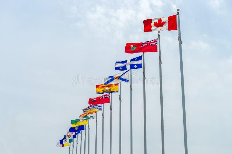 Kanada och landskapflaggor royaltyfri fotografi