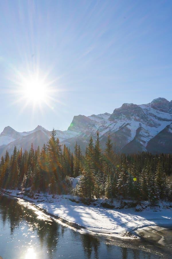 Kanadas Winterlandschaft, Canmore, Alberta lizenzfreies stockfoto