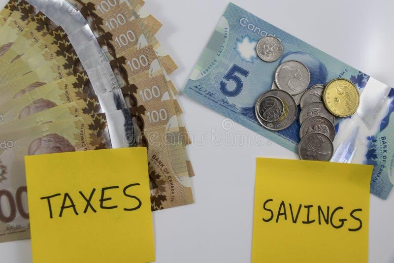 Kanadensiska pengar med en anmärkning som säger besparingar och skatter royaltyfria bilder