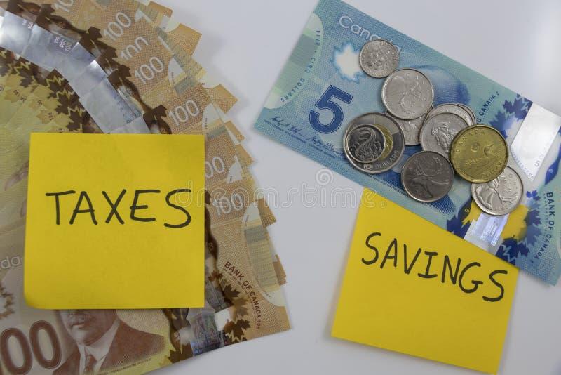 Kanadensiska pengar med en anmärkning som säger besparingar och skatter royaltyfria foton