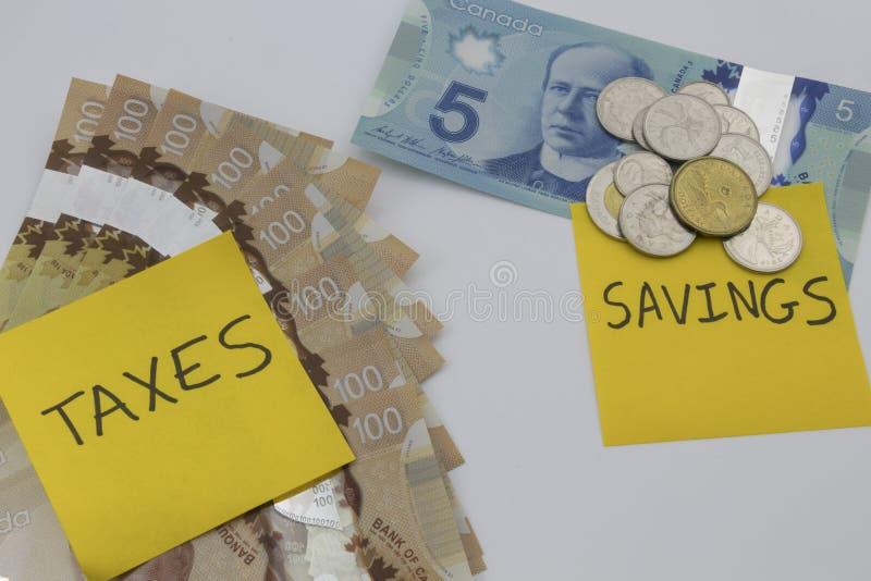 Kanadensiska pengar med en anmärkning som säger besparingar och skatter royaltyfri fotografi