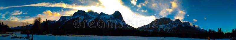 Kanadier-Rocky Mountains-Panoramaansicht bei Canmore, Alberta stockfotos