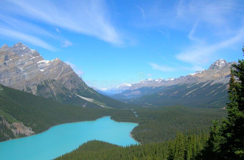 Kanadische Rockies-Gebirgsseeansicht stockfotos