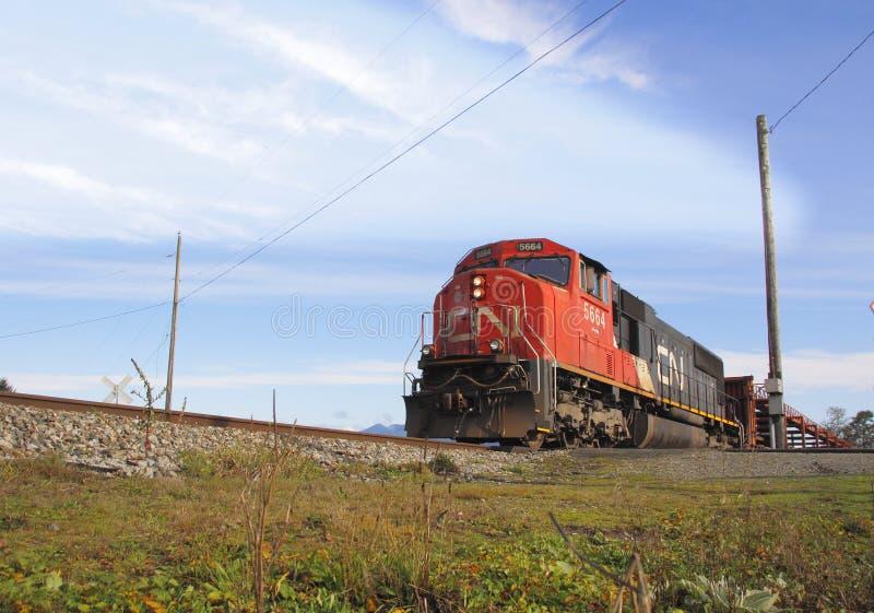 Kanadisches nationales Zug-Überschreiten stockfotografie