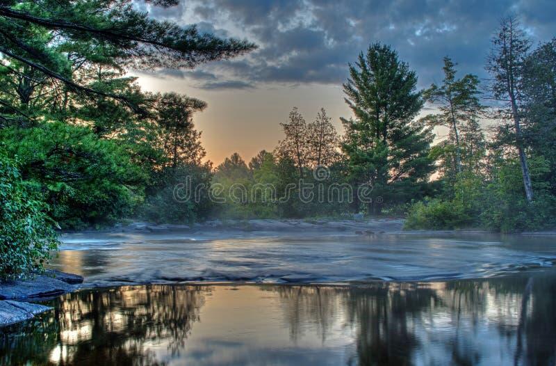Kanadyjska Rzeczna scena Przed wschód słońca obrazy stock