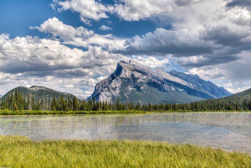 Kanadyjski punkt zwrotny: Vermilion jeziora w lecie obrazy stock