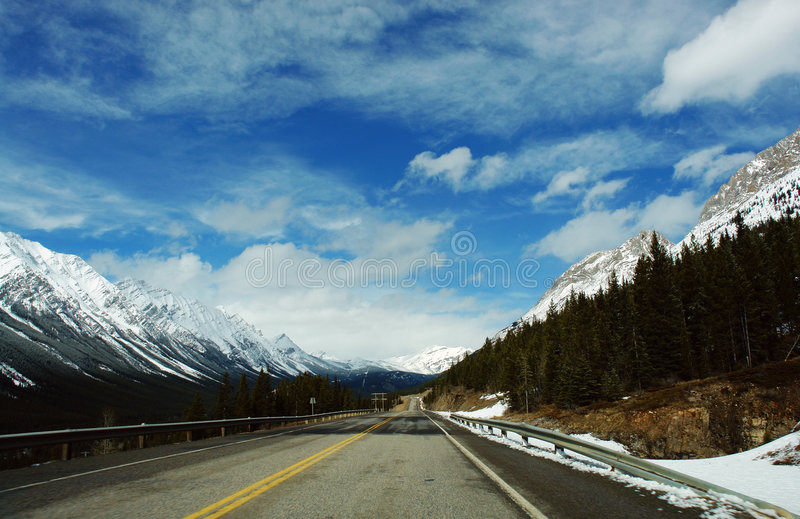 kanadyjskie góry rocky wiosna obraz royalty free