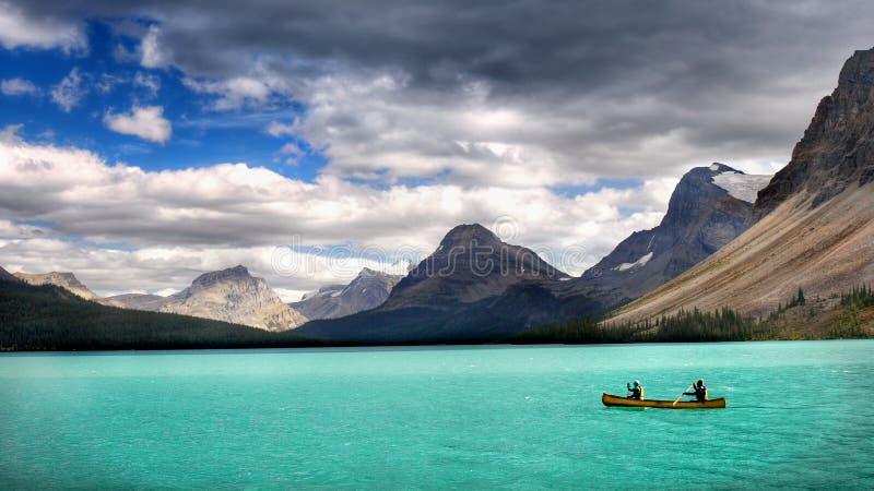 Kanadyjskie Skaliste góry, Kayaking Łęk jezioro fotografia royalty free