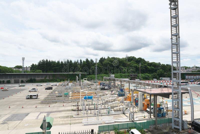 Kanagawa, Japon-juillet 19,2019 : Péage de Tokyo d'autoroute urbaine de Tomei sous le travail de rénovation photographie stock libre de droits