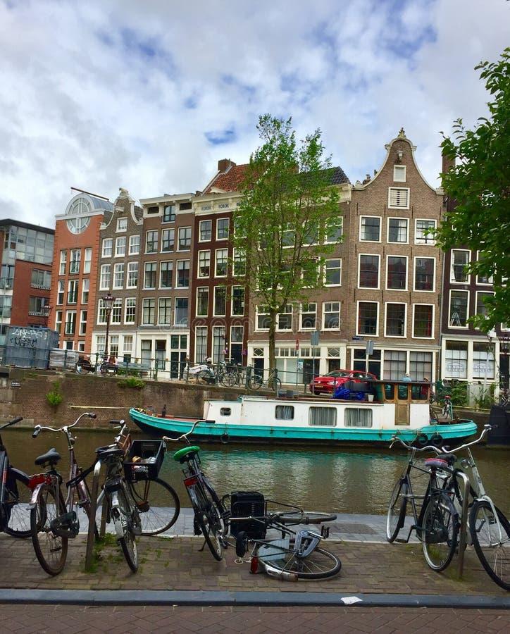 Kanal in Amsterdam lizenzfreies stockbild