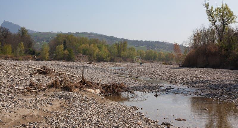Kanal av en torkad-upp flod arkivfoton