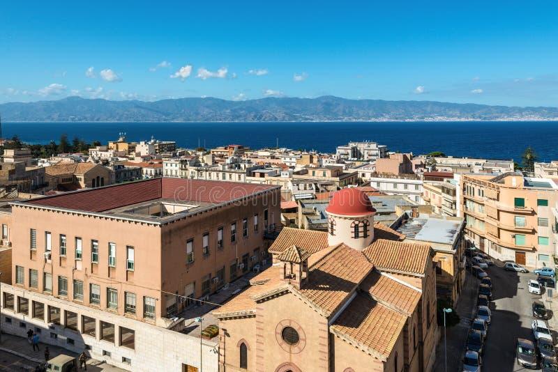 Kanal av Messina mellan Reggio Di Calabria och Sicilien arkivfoton