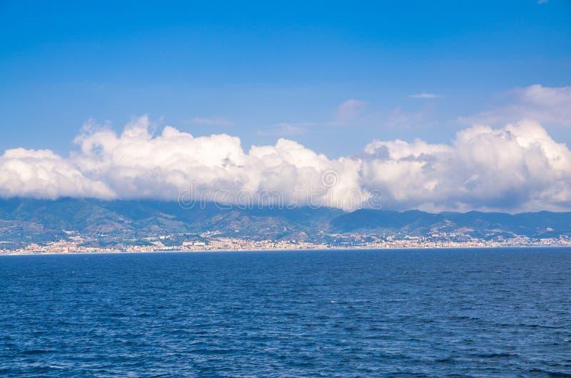 Kanal av Messina, Reggio Di Calabria, sydliga Italien arkivbilder