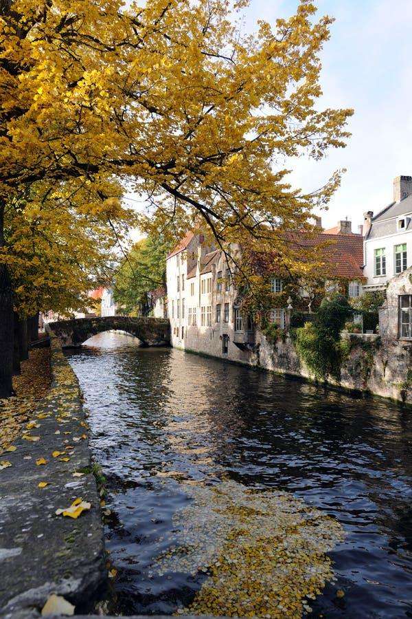 Kanal in Brügge lizenzfreies stockbild