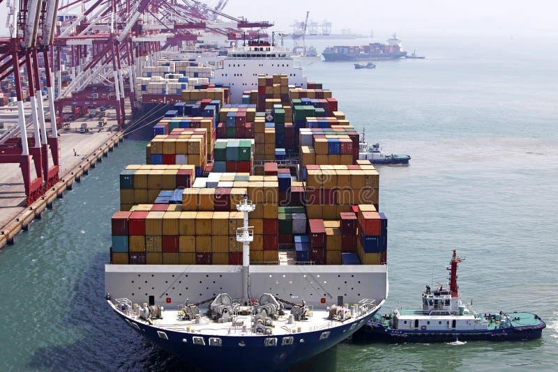 Kanal-Containerterminal Chinas Qingdao stockfoto