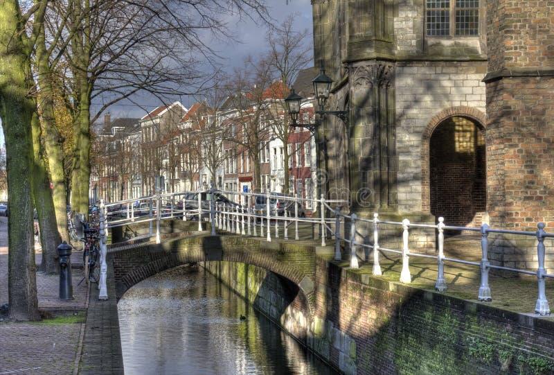 kanal delft holland arkivbild