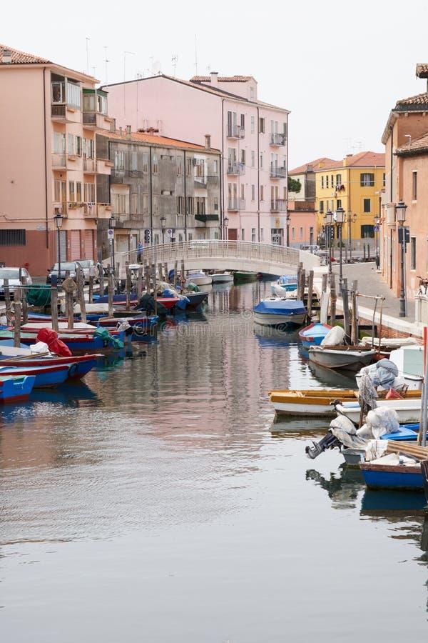 Kanal för Chioggia Italien mars 2017 i staden arkivbild