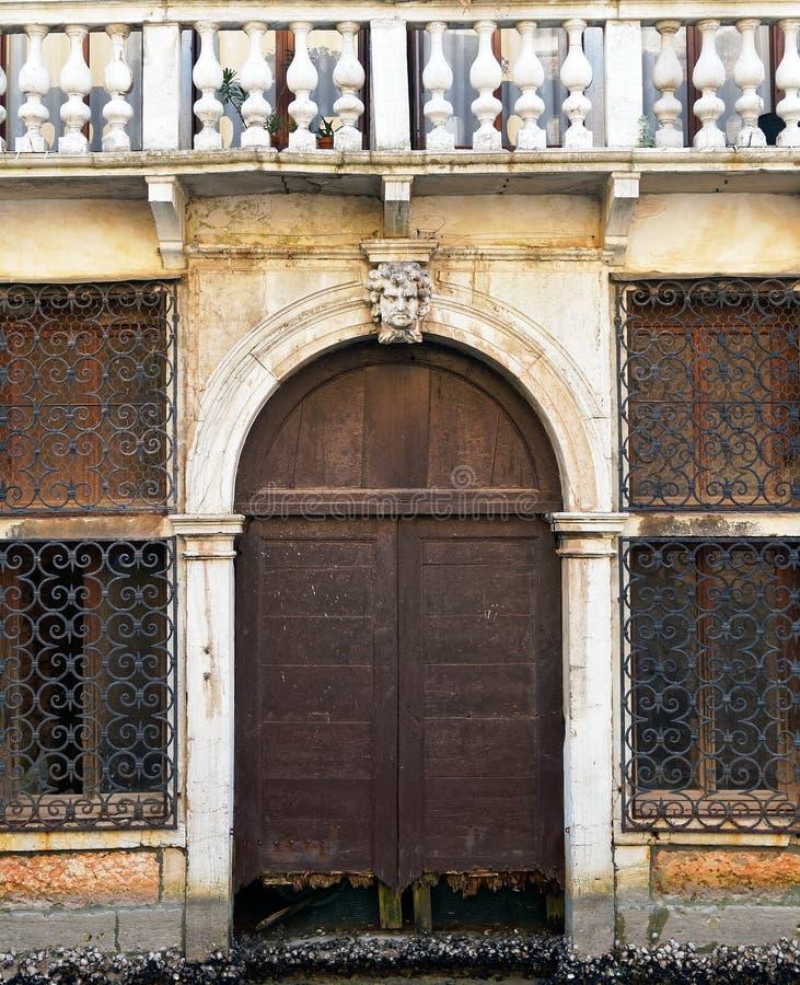 Kanal Front Building, Venedig, Italien royaltyfri foto