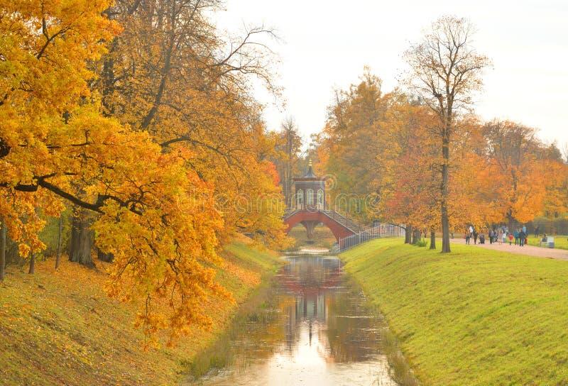 Kanal i Alexander Park i Tsarskoye Selo royaltyfri foto