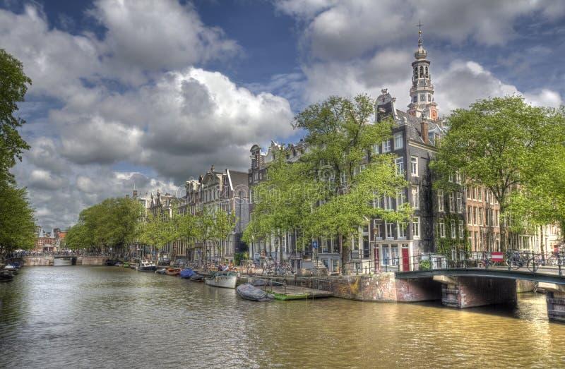 Kanal i Amsterdam, Holland fotografering för bildbyråer