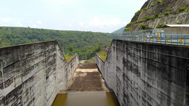 Kanal i den Wonorejo behållaren Tulungagung arkivbilder