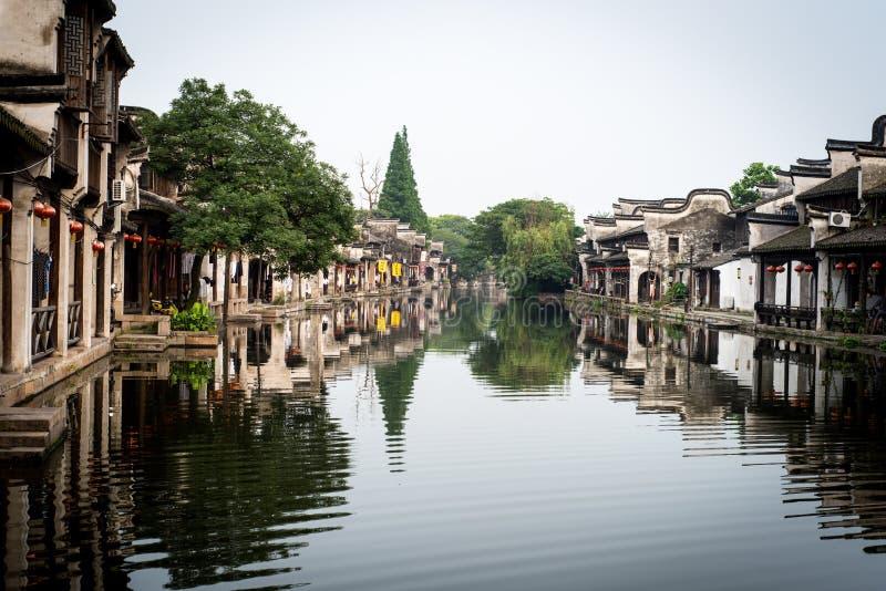 Kanal i en kinesiska watertown arkivfoto