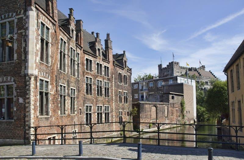 Kanal i Ghent, Belgien fotografering för bildbyråer