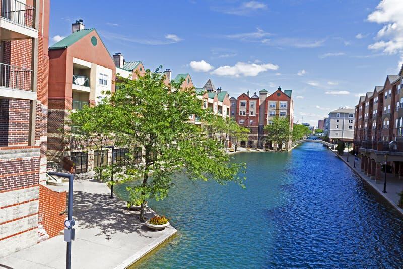 Kanal in im Stadtzentrum gelegenem Indianapolis, die Hauptstadt von Indiana, USA lizenzfreie stockbilder