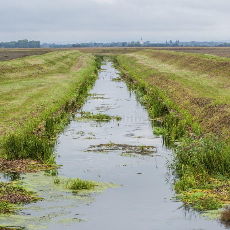 Kanal mit Wasser stockfoto